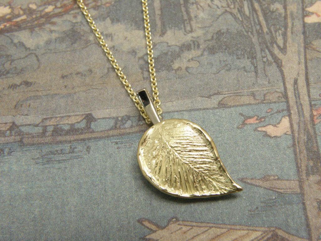 Gedenksieraad en assieraad, commemorative jewel
