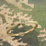 Takje geelgoud diamant ring. Yellow golden diamond twig ring. Oogst Amsterdam.
