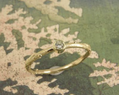 Takje geelgoud diamant ring. Yellow golden diamond twig ring. Oogst Amsterdam.