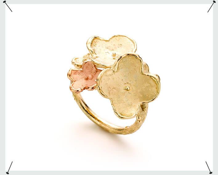 Bloemen ring geelgoud en roodgoud In Bloei eenmalig stuk uit Oogst goudsmid atelier Amsterdam