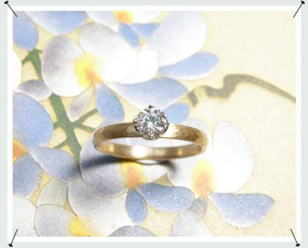verlovingsring roségouden ring met hamerslag en 0,39 crt briljant geslepen diamant in een lotus zetting