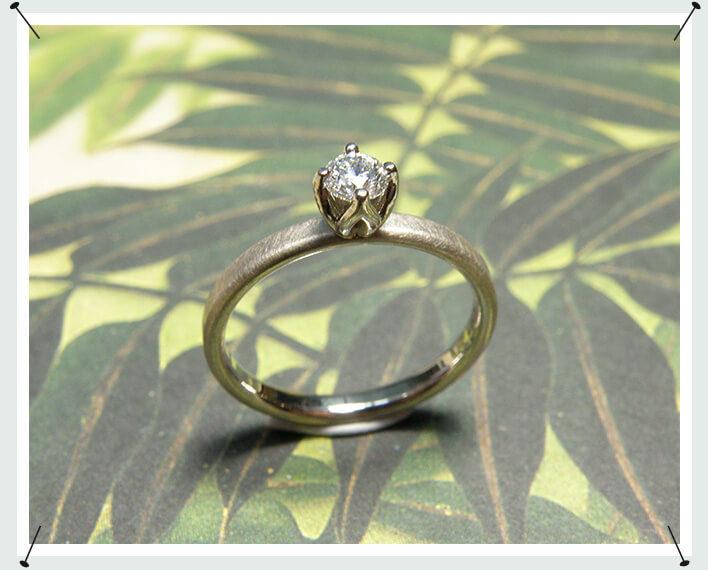 Verlovingsring witgoud met diamant in een tulpchaton