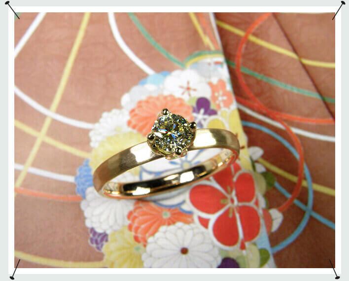 Roségouden verlovingsring met briljant geslepen diamant cape in geelgouden tulp chaton . Stijlvolle trouwring uit het Oogst atelier.