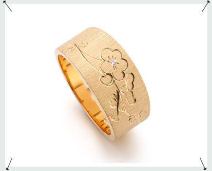 Roségouden tapse ring met handgravure van bloesem en diamant Rose gold tapered ring with hand engraving of blossom