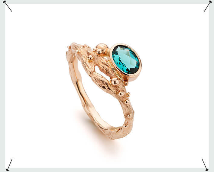 Roodgouden Boomgaard ring met petrol blauwe toermalijn. Rose gold Orchard ring with petrol blue tourmaline. One of a kind. eenmalig . Gemstone ring. Edelsteen ring