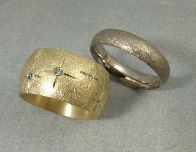 trouwringen blaadjes & eenvoud / leafs & simplicity wedding rings * 1580,- & 785,-