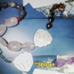 Collier Japonais, zilveren Lotus vormen met mix van edelstenen. Gemstone necklace with silver Lotus motives from the japonais collection. Oogst Amsterdam.