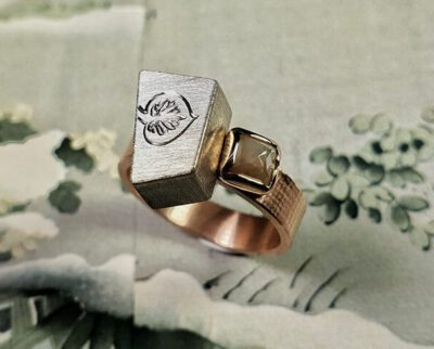 Ring Japonais Roodgouden ring met witgouden Torii en handgravure met natural diamant. Rosegold ring with white gold box and hand engraving. With a natural diamond. Oogst edelsmid Amsterdam