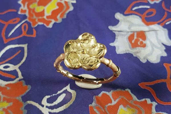 Bamoe ring met bloesem. Rose gold ring with yellow gold flower. Japonais. Oogst goudsmid Amsterdam