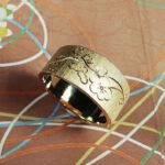 Rosegouden ring met bloesem handgravure en diamant. Rosé gold ring with hand engraving Japonais. Oogst goudsmid Amsterdam