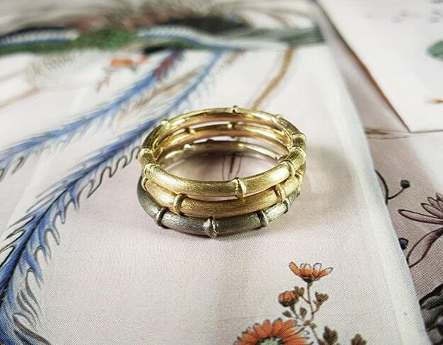 Aanschuifringen. Geelgouden, roségouden en witgouden 'Bamboe' ring. uit de 'Japonais' serie van Oogst goudsmid Amsterdam