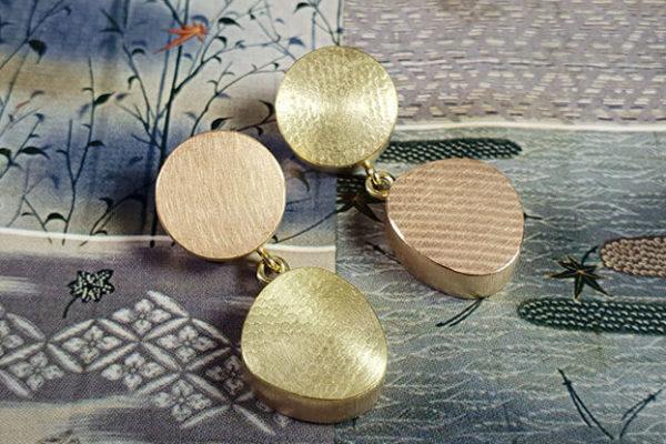Roodgouden met geelgouden oorsieraden. Rotstuin Japonais Zen Rock Garden Japonais Rose gold and yellow gold earrings Oogst goudsmeden