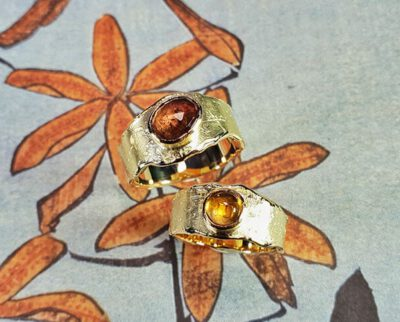 Geelgouden ringen Erosie met toermalijn en citrien. Yellow gold rings Erosion with tourmaline and citrine. Oogst goudsmid Amsterdam