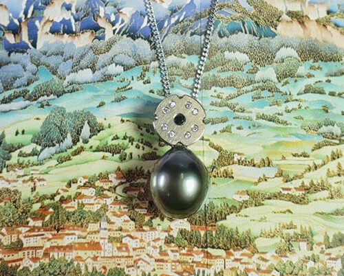 Witgouden hanger met Tahiti Zuidzee parel en witte en zwarte diamanten. White gold pendant with Tahitian South Sea pearl and white and black diamonds. Oogst goudsmid Amsterdam