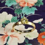 Rosegouden verlovingsring met Cape kleur diamant in tulp chaton.