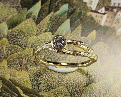 Geelgouden Boomgaard ring met diamant. Geboortesieraad. Baargoud. Yellow gold ring Orchard with diamond. Birth gift. Push present. Oogst ontwerp & creatie