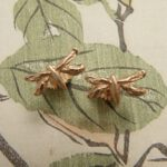 Oorsieraden roodgouden Libellen. Rose gold Dragon fly earrings.l oogst goudsmid Amsterdam