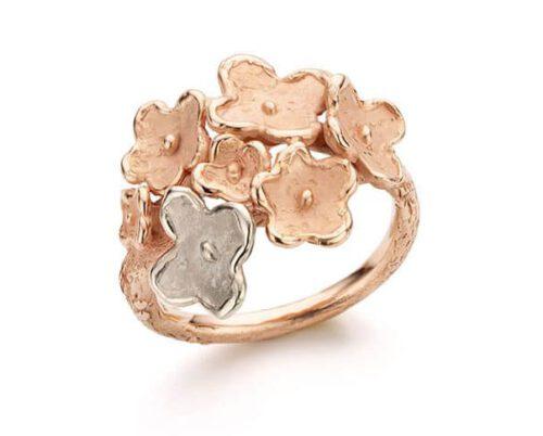 Roodgouden ring In Bloei. Ring met meerdere bloemen. Oogst goudsmeden Amsterdam.