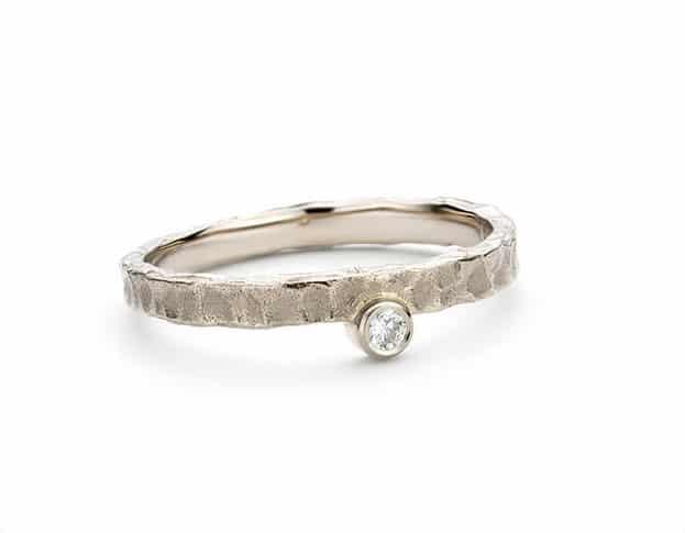 Witgouden 'Deining' ring met diamant. Oogst goudsmeden Amsterdam