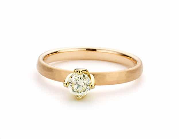 Rosé gouden ring met briljant geslepen diamant in tulp chaton. oogst goudsmeden Amsterdam
