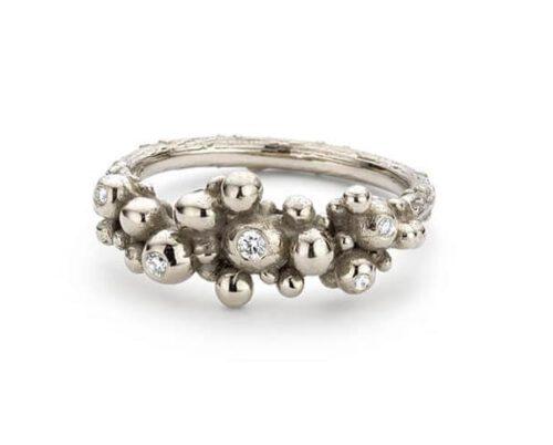 Witgouden Bessen ring met diamanten. White golden 'Berries' ring with diamonds. Oogst Amsterdam.