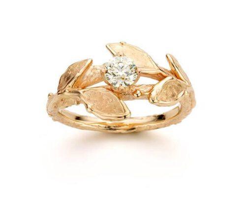 Gouden ring Boomgaard, met blaadjes en briljant geslepen diamant. Oogst goudsmeden Amsterdam.