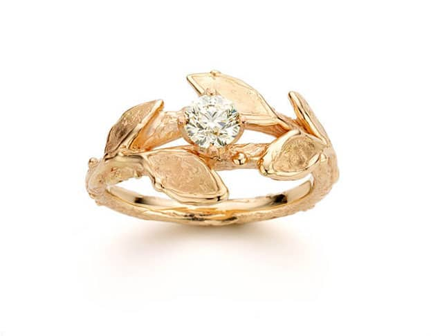 RRosé gold engagement ring with 0,40 ct brilliant cut diamond cape. With delicate Leaves. Created by Oogst amsterdam.  Blog alles over verlovingsringen.