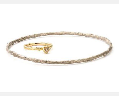 Witgouden armband en geelgouden ring met diamant uit de 'Boomgaard' serie. Ontwerp OOgst sieraden Amsterdam