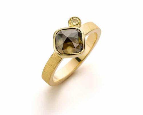 Gouden verlovingsring ton sur ton diamant. Oogst goudsmeden Amsterdam.