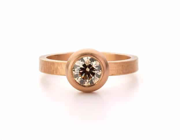 Roodgouden ring met briljant geslepen lichtbruine diamant. Oogst goudsmeden Amsterdam