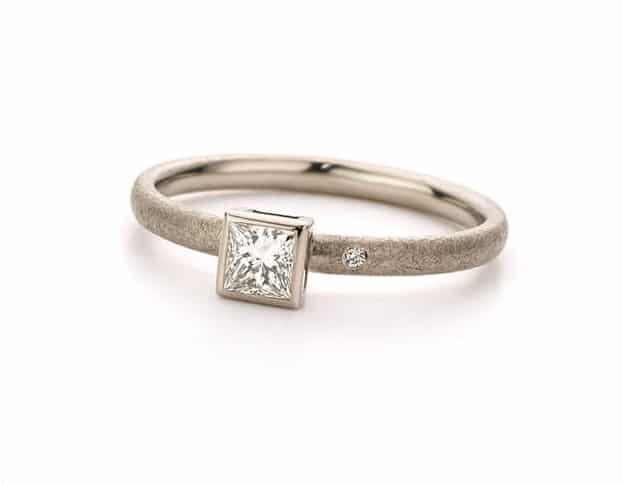 Witgouden diamant ring carré diamant. Oogst goudsmeden Amsterdam.