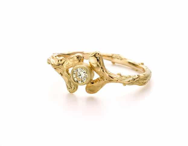 Gouden verlovingsring blaadjes en diamant. Oogst goudsmeden Amsterdam.