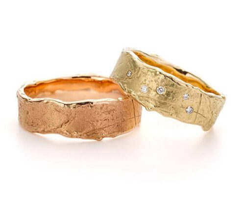 Handmade wedding rings Erosion. Yellow gold ring with diamonds. Rose gold textured wedding ring. Oogst goldsmith Amsterdam.