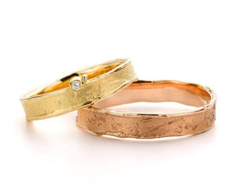 Handmade wedding rings Erosion. Yellow gold ring with diamond. Rose gold textured wedding ring. Oogst goldsmith Amsterdam