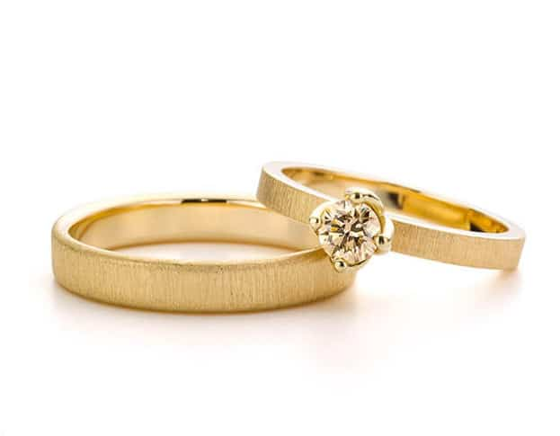 yellow gold wedding rings with champagne diamond. Oogst goldsmith Amsterdam.