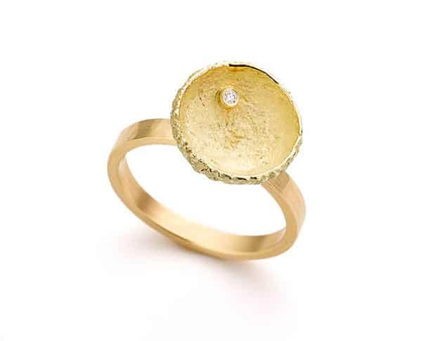 Gouden ring eik met diamant. Oogst goudsmeden Amsterdam.