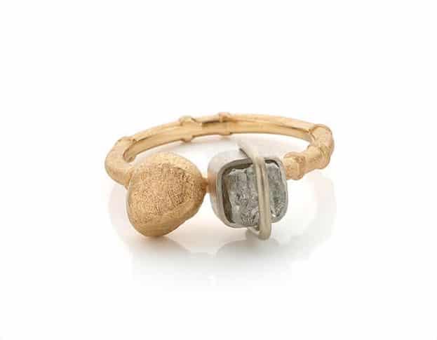 14 krt roségouden bamboe ring met gouden kei en ruwe diamant. Oogst goudsmeden Amsterdam.