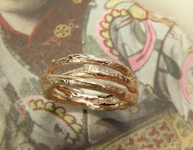 Organic Wedding rings made by Oogst goldsmith Amsterdam