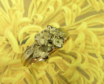 Ring In bloei, van eigen oud goud gemaakt. Ring In bloom, created from own heirloom gold. Oogst goudsmid Amsterdam