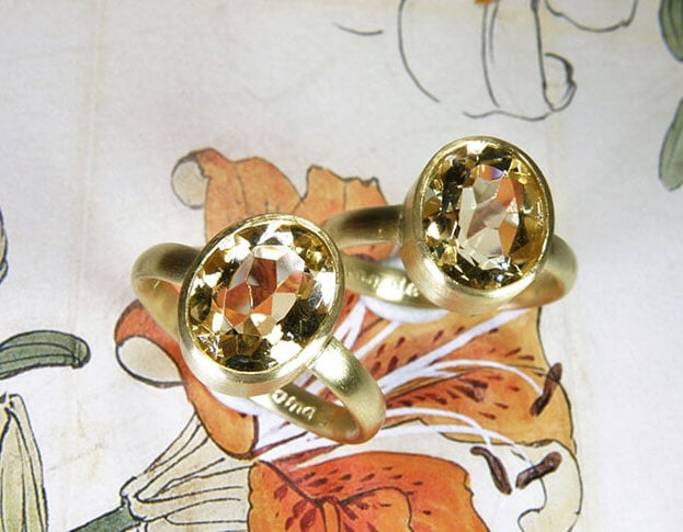 Ringen 'Eenvoud' ringen van oud goud met eigen citrien. Rings 'Simplicity' rings made from heirloom gold with heirloom citrine. Uit het Oogst atelier Amsterdam.