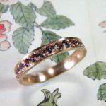 Ring Ton sur Ton. Roodgouden rondom pavé gezette spinel ring. Rose golden spinel ring. Uit het Oogst atelier.