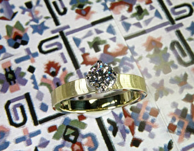 Ring Japonais, yellow gold ring with a 0,50 ct brilliant cut diamond. 60 years of marriage – Diamond Wedding. Blog Wedding anniversaries. Blog by Oogst goldsmith Amsterdam.