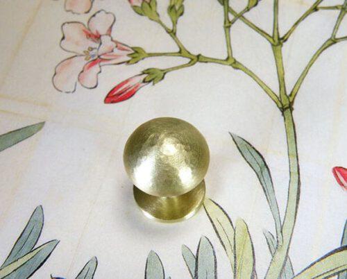 Geelgouden manchetknopen. Assieraad. Yellow gold cufflinks. Remembrance jewel. Oogst goudsmid Amsterdam