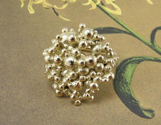 Geelgouden bessen ring. Yellow golden 'Berries' ring. Oogst goudsmeden.