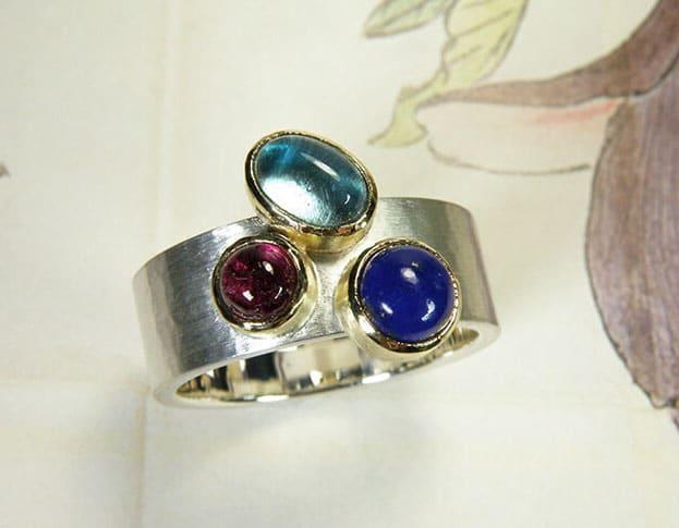 Assieraad. Ring zilver met Lapis Toermalijn Topaas. Commemorative jewel. Silver ring with topaz, tourmaline and lapis. Commemorative jewel. Oogst goudsmid Amsterdam
