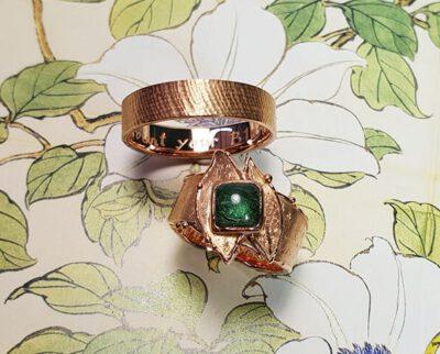 trouwringen 'Erosie & Linnen'. Wedding rings 'Erosion' & 'Linnen'. Uit het Oogst atelier Amsterdam.
