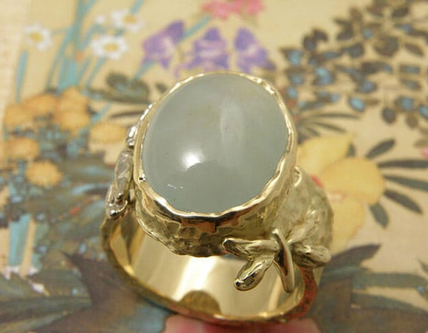 geelgouden 'Insecten' ring met aquamarijn. Yellow golden 'Insects' ring with aquamarine. Oogst Amsterdam.