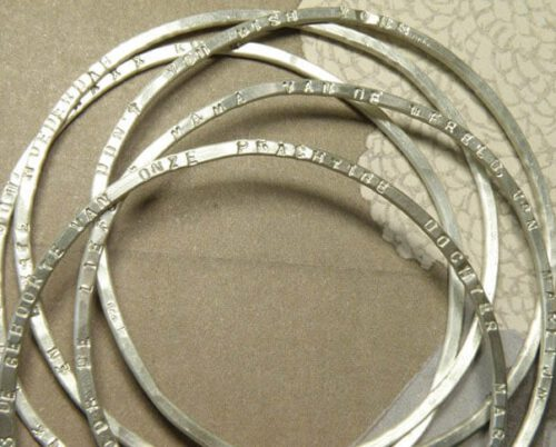 Armbanden zilver met tekst. Geboortesieraad. Silver bangles with text. Birth present. Oogst goudsmid