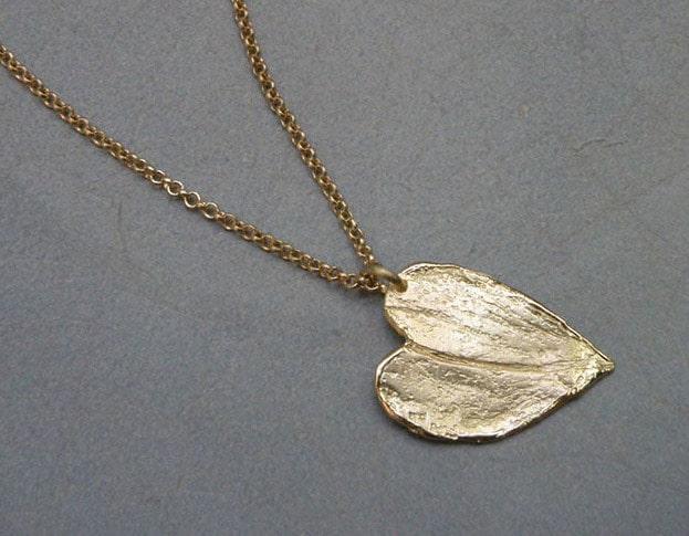Geelgouden hanger Blad in hart vorm. Oogst goudsmid Amsterdam