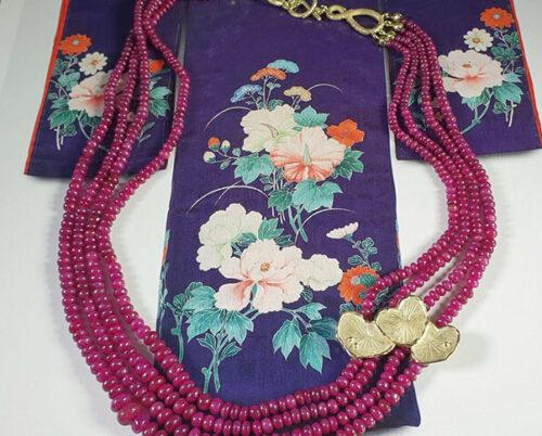 Collier Hortus, van eigen goud en eigen robijn gemaakt. Necklace Botanical Garden, made from heirloom gold and rubies. Oogst goudsmid Amsterdam